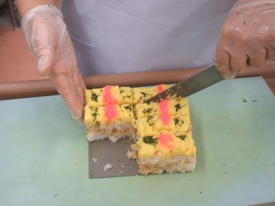 飲み込み困難な方には特製押し寿司